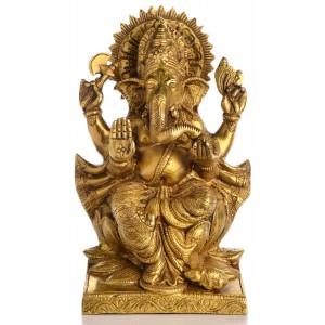 Ganesha Statue sitzend auf einer Lotusblüte Vorderansicht