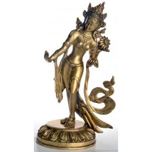 weiße tara statue stehend